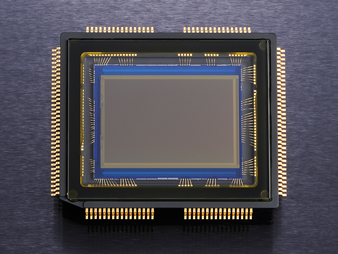 Nikon D7000 - Senzor de imagine CMOS in format DX